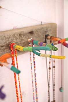 DIY: Jewelry Board- tutorial with pictures. Use drift wood and old sticks. So pretty!