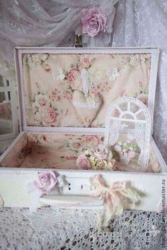 7 Keen Clever Tips: Shabby Chic Mirror Annie Sloan shabby chic bedding country.Shabby Chic Office Old Doors shabby chic farmhouse tips. Romantic Shabby Chic, Vanity Shabby Chic, Tissu Style Shabby Chic, Shabby Chic Stoff, Camas Shabby Chic, Shabby Chic Mode, Shabby Chic Fabric, Shabby Chic Baby Shower, Shabby Chic Crafts