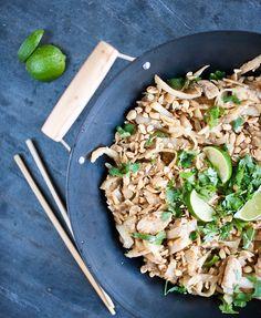 Milujete asijskou kuchyni, ale hlídáte si linii? Jednoduše vyměnte nudle za zelí! Jídlo navíc můžete připravit i s tofu nebo jen s vejci; Greta Blumajerová