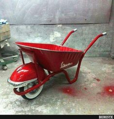 Wheelbarrow vvb 63 R.D design vespa Wheelbarrow vvb 63 R.D design vespa Car Part Furniture, Automotive Furniture, Automotive Decor, Metal Projects, Welding Projects, Diy Projects, Wheelbarrow, Diy Garden Decor, Metal Art