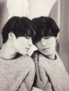 Tae Min - OMG its Taemin and Kai in one pic...oh...its a mirror...........Vogue Girl Magazine December Issue '13