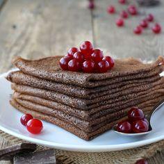 Recette de crêpes au chocolat   .coupdepouce.com Smoothies, Pancakes, French Toast, Dessert Recipes, Healthy Eating, Beignets, Pain, Breakfast Ideas, Food