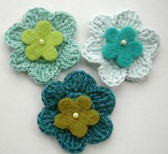 Crochet Flower Applique ~ Blue by Green Rabbit Designs, via Flickr