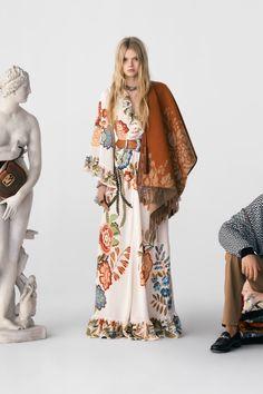 Fashion 2020, Runway Fashion, Fashion Brands, Vogue Fashion, Fashion Weeks, Vogue Paris, Mode Simple, Designer Party Wear Dresses, Inspiration Mode