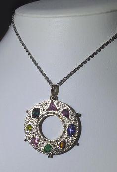 Prívesok s 8 drahými kameňmi - zafír, tanzanit, smaragd, žltý briliant, turmalín, morganit, rodolit, citrín - Aukčná spoločnosť Diana     #art #auction #gold #jewelry #smaragd #briliant #museum #auctionhouse #diana Diana, Pendant Necklace, Jewelry, Jewlery, Jewerly, Schmuck, Jewels, Jewelery, Drop Necklace