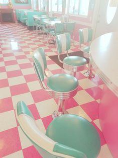 Retro diner, beautiful pink pastel floors, love love love it! Vintage Diner, Retro Diner, Fifties Diner, Retro Cafe, Vintage Restaurant, Vintage Signs, Diner Aesthetic, Aesthetic Vintage, Aesthetic Pastel