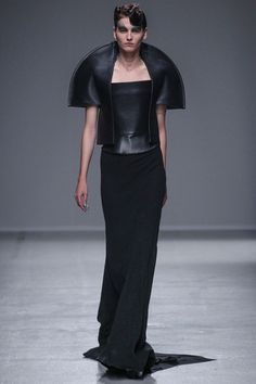 Gareth Pugh Spring 2014 Ready-to-Wear Collection Slideshow on Style.com