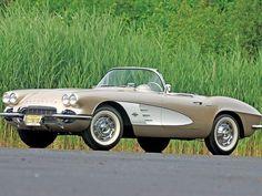 0806_corp_03_z 1961_chevrolet_corvette Front_left