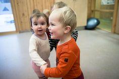 Tre barn holder hender og leker sammen. Barn, Converted Barn, Sheds, Shed, Barns