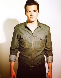 Ian Harding from Pretty Little Liars..love that show!