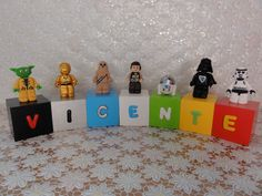 Cubos Lego Star Wars - VICENTE  Cubos em madeira (mdf), pintados, envernizados e decorados com letras e personagens modelados em biscuit.