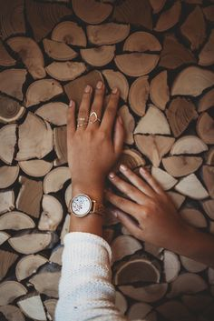 """""""Pobozkaný bohmi"""", to hovoria miestni o ostrove Capri. Dámske hodinky sú inšpirované krásou a farebnosťou tohto malého ostrova na pobreží Amalfi. Mangové drevo a farebné kamene Swarovski dodávajú hodinkám jedinečný stredomorský vzhľad. Kúsok talianského """"Dolce Vita"""" na vašom zápästí!  #italian #italia #inspiration #wood #amalfi #coast #swarovski #crystals #luxury #drevenehodinky #luxusnehodinky #damskehodinky #hodinky #watch #design #original #wandelia #wood #woodenwatch #women #womenfashion Capri"""