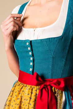 This is lovely Drindl Dress, German Costume, German Outfit, Hippy Chic, Folk Costume, Costumes, Girl Fashion, Fashion Outfits, Mode Inspiration