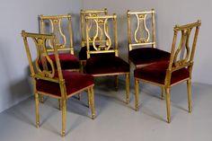 Juego de 6 sillas de comedor de la época de Napoleón III, finamente talladas, con pan de oro sobre gesso y naturalmente desgastadas. Espaldas con forma de lira con tallas decorativas. Patas torneadas y canalizadas.    condición sin algún fallo. Todo está intacto sin haberse restaurado! Las cuerdas de las liras estan perfectas, las decoraciones torneadas también y todo original!    http://www.anticuarium.es/muebles-antiguos/sillas-de-comedor/sillas-francesas-de-comedor-doradas