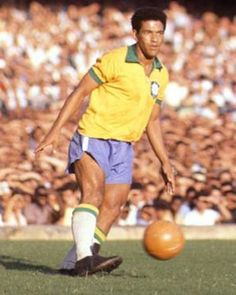 The Best Dribbler of All Time - Garrincha with the ball