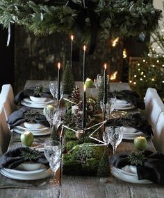 As thoughts turn to planning a festive table for Christmas or New Years Eve, how inspirational is this Beautifully styled from the heart with natural materials taking centre stage. I am already sitting there, are you by moas_home Natural Christmas, Christmas Mood, Noel Christmas, Modern Christmas, Purple Christmas, Coastal Christmas, Scandinavian Christmas, Christmas Crafts, Xmas Table Decorations