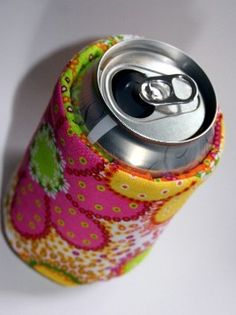 Soda / Beer / Fizzy Drink Can Cozy - Koozie Pattern! From: http://www.flowergirldesignscollection.com/flower_girl_designs_colle/2009/07/keep-it-cool-can-wrap-free-pdf-pattern.html