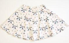 Kijk wat ik gevonden heb op Freubelweb.nl: een gratis naaipatroon van Emma en Mona om dit leuke rokje te maken in de maten 86 t/m 164 https://www.freubelweb.nl/freubel-zelf/gratis-naaipatroon-rokje/