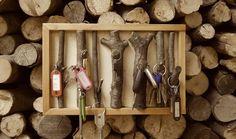 TUTORIEL - Rien de plus facile que de fabriquer soi-même ce rangement malin avec quelques branches d'arbres. Vos clés ne se perdront plus jamais dans la nature !