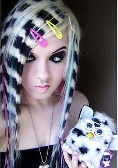 Well, if you think that you are emo on the inside and want to reveal that part of yourself to the world, look no further! Here are our top 50 emo hairstyles for girls that will help you in your quest for some non-conformist hair reinvention. Scene Hair Colors, Vibrant Hair Colors, Colorful Hair, Hair Colour, Geometric Patterns, Pretty Hairstyles, Girl Hairstyles, Wedding Hairstyles, Hairstyle Men