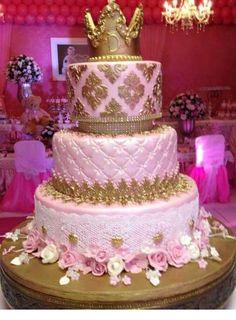 Bolo Minus the crown.this is perfection Birthday Cake Roses, Beautiful Birthday Cakes, Beautiful Cakes, Amazing Cakes, Big Wedding Cakes, Wedding Cake Stands, Wedding Cake Designs, Sweet 15 Cakes, Cute Cakes