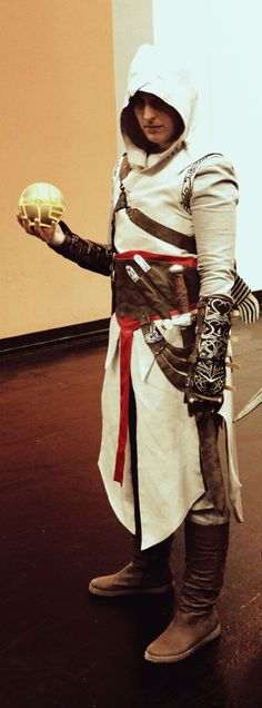 Altaïr Cosplay at Gamescom 2013 Assassins Creed Series, Cosplay, Assassin's Creed, Fantasy Art, Chibi, Weapons, High School, Fandom, Geek