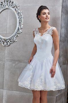 Kati Szalon - Rövid menyasszonyi ruha, hímzett menyasszonyi ruha Graduation, Bride, Wedding Dresses, Fashion, Wedding Bride, Bride Dresses, Moda, Bridal Gowns, Bridal