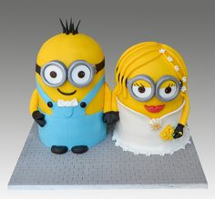 wedding dress minion cake I love Minion Cakes. When I first seen this Minion cake I fell in love. This is a wedding dress minion cake created by Gellyscakes. Gelly Kalouta is the cake decorator Minion Torte, Bolo Minion, My Minion, Minion Cakes, Girl Minion, Pretty Cakes, Cute Cakes, Beautiful Cakes, Amazing Cakes