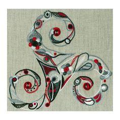 triskel (Pascal Jaouen) [Le triskel (ou triscèle selon les écritures) est un motif giratoire ternaire constitué de trois volutes tournant dans le même sens et qui est très utilisé par les Celtes.]