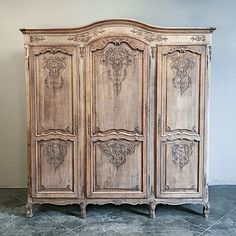 Antique Country French Stripped Oak Triple Armoire - French antiques models and images Painting Wooden Furniture, Couch Furniture, Steel Furniture, Home Decor Furniture, Rustic Furniture, Furniture Makeover, Antique Furniture, Modern Furniture, Furniture Logo
