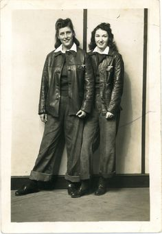 U.S. Hard working 1940s war gals in leather jackets jeans shirt found photo street pants shoes boots
