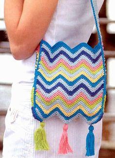 cartera en punto zig-zag tejida en crochet Cartera étnica, dinámica y divertida. Una fiesta de color en punto zigzag que termina en picos. Joven y audaz. Punto Zig Zag Crochet, Crochet Zigzag, Crochet Home, Knit Crochet, Crochet Bags, Pinterest Crochet, Purses And Bags, Free Pattern, Crochet Necklace