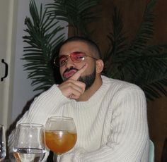 Explore famous, rare and inspirational Drake lyrics and lines. Here are the 10 greatest Drake quotes on rap music, love, life and success. Aubrey Drake, Drake E, Drake Drizzy, Post Malone, Billie Eilish, Jeter Un Sort, Drake Wallpapers, Beard King, Mode Hip Hop