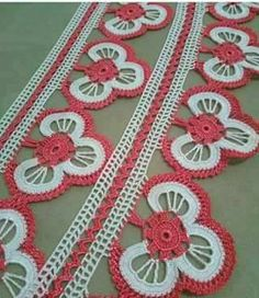 Ringed Floral Crochet Lace and New Towel Edge Laces – El İşi Hobiler – Willkommen in der Welt der Frauen Crochet Potholders, Crochet Stitches, Crochet Patterns, Romanian Lace, Sunflower Tattoo Design, Crochet Videos, Crochet Lace, Baby Knitting, Diy And Crafts
