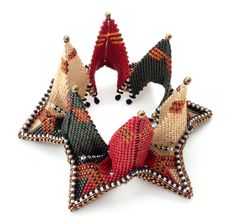 Fortuneteller Bangle in Cathedral pose, Rayo Boursier, Contemporary Geometric Beadwork 2012, Kater McKinnon