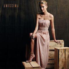 Vestido Romantic com aplicação de renda bordada   Amissima Verão 2016. Lindo! #amissimaoficial #amissimashoponline #amissimalovers #fashion