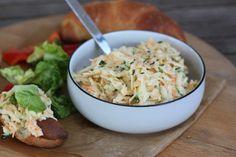 Priprav si aj ty jednoduchý zelerový šalát s mrkvou a cuketou ako náhradu za tradičný sviatočný zemiakový šalát. Skvelá zdravá verzia aj re vegánov. Edamame, Tofu, Cabbage, Salads, Vegetables, Cabbages, Vegetable Recipes, Brussels Sprouts, Salad
