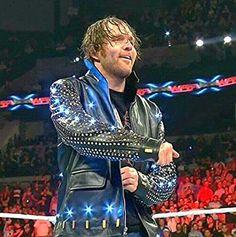 A Ambrose le queda bien todo lo que se pone, incluso la chaqueta de $ 15.000.00 de Jericho . jajajajajajaja :P XD :D