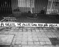 Porto Alegre, RS. Foto enviada por Cátia Sergs #olheosmuros #artederua #arteurbana #pixo #portoalegre #poesiaderua http://ift.tt/1MKoiE1
