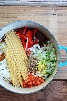 One Pot Peanut Sesame Noodles & Veggies | OhMyVeggies.com