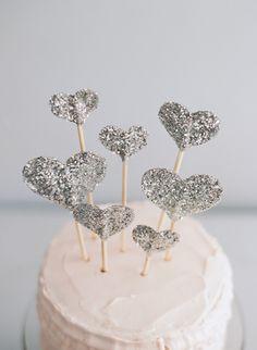 Glitter Heart Cake Toppers - Wedding Cake Topper - Birthday Cake Topper - Christmas *on cupcakes Diy Cake Topper, Birthday Cake Toppers, Cupcake Toppers, Candybar Wedding, Wedding Cake Toppers, Wedding Cakes, How To Make Glitter, Glitter Cake, Sparkly Cake