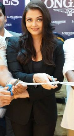Aishwarya rai Latest Pics During Event Aishwarya Rai Latest, December 2013, Kochi, Latest Pics