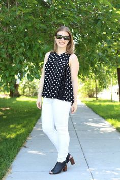 madewell trapeze, polka dot top, white jeans, white denim, joes jeans, rayban sunglasses, peep toe