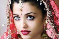Aishwarya Rai Bachchan In Bride Makeup Images 540x360 Aishwarya Rai Bachchan In…