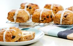 These Gluten Free Hot Cross Bun Scones are the best sort of warm Easter treat! They're sure to be a winner any household this Easter season. Try them today Easter Food, Easter Treats, Easter Recipes, Gluten Free Hot Cross Buns, Easter Countdown, Large Oven, Easter Season, Tasty, Yummy Food