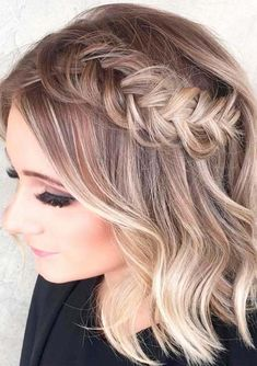 Find the best styles of bridal and wedding hairstyles for short hair to wear in year 2018. You can find a number of best hairstyles to copy for your wedding day.If you have naturally short then you can style them perfectly on wedding day by following these amazing tips and tricks.
