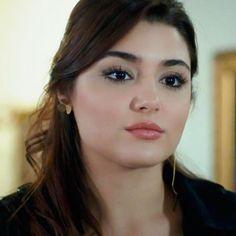 Hande Beautiful Girl Image, Most Beautiful Women, Beautiful People, Beautiful Places, Turkish Beauty, Indian Beauty, European Girls, Hande Ercel, Brunette Beauty
