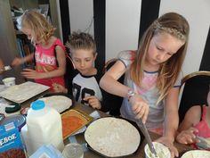 Op zoek naar een leuk kinderfeest idee? Boek de Kookparty, koken met kinderen, high tea, dinner voor kids, bonbons, chocolade, cupcakes en taarten. Kijk voor meer info op www.kookparty.com