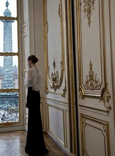 Looking out at Place Vendôme, Paris | Audrey Loves Paris      ᘡղbᘠ