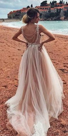 In general, the choice of beach wedding dresses is endless. Such a romantic type wedding is much deserving of a simple sexy wedding dress. Simple Sexy Wedding Dresses, Wedding Dress Trends, Beautiful Dresses, Wedding Gowns, Beautiful Beach, Wedding Dress Petite, Simple Beach Wedding Dresses, Wedding Dress Straps, Blush Wedding Dresses